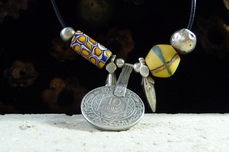 Kette Antike  venezianische Handelsperlen Lederkette mit raren Handelsperlen King Beads Millefiori