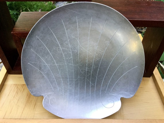 Kensington aluminum #7331 Shell canapé Plate with Shell Motif