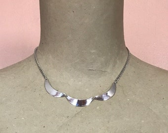 Vintage Emmons Silver Tone Scallop Necklace