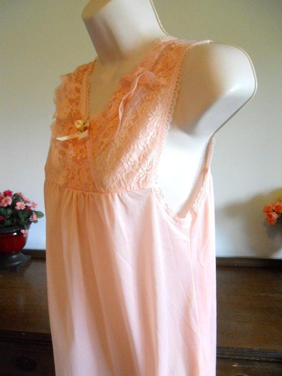 Vintage Peach Nightgown ~ 1980's Peach Pink Night… - image 3