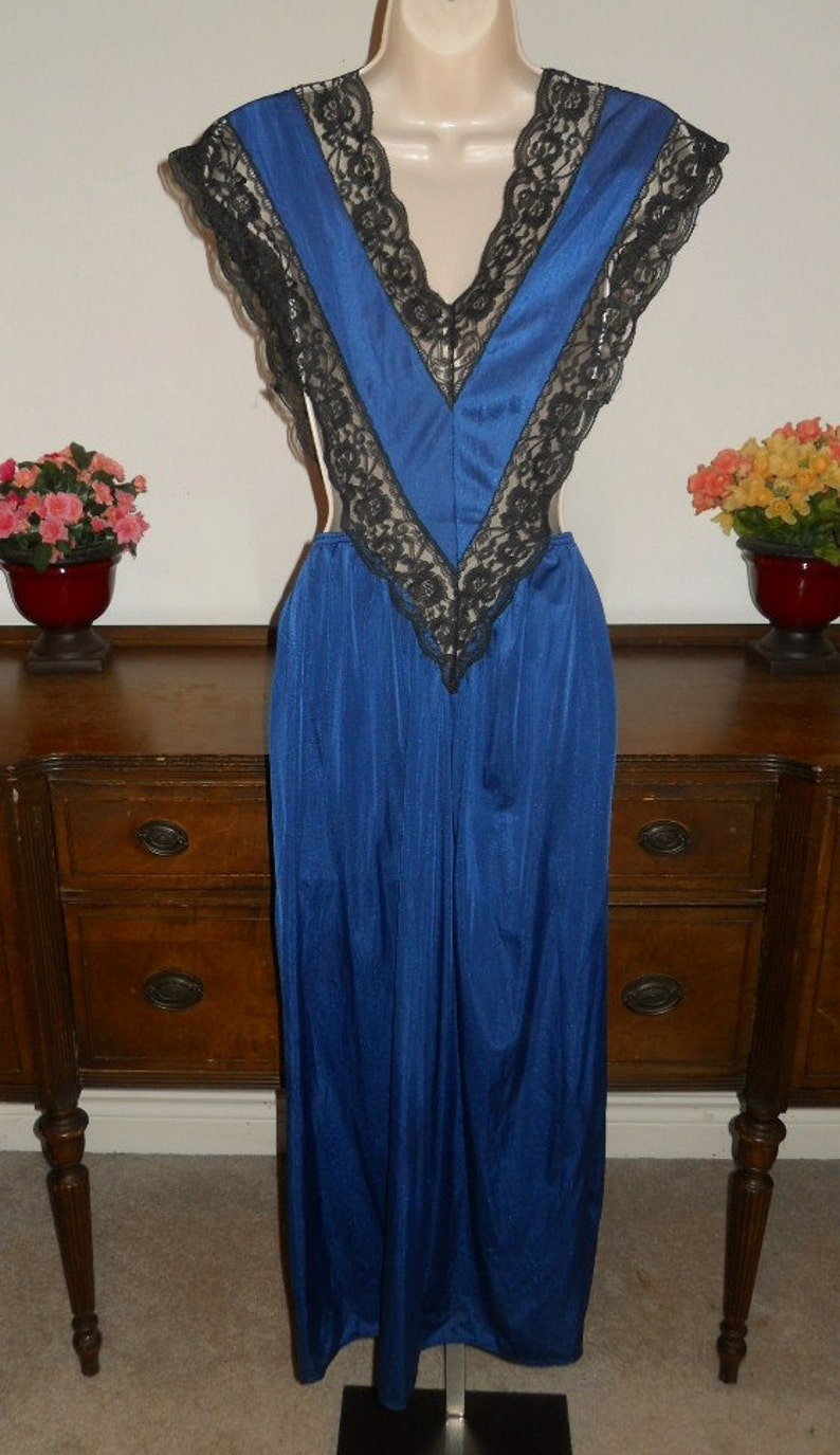Vintage Sapphire Blue Long Nightgown ~ Blue Lacy Nightgown ~ Romantic ~ Elegant ~ Glamorous ~ Slinky Nightgown
