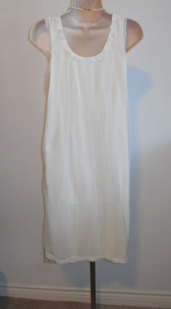 Vintage Vanity Fair Nightgown~ 1950's Soft Yellow… - image 6