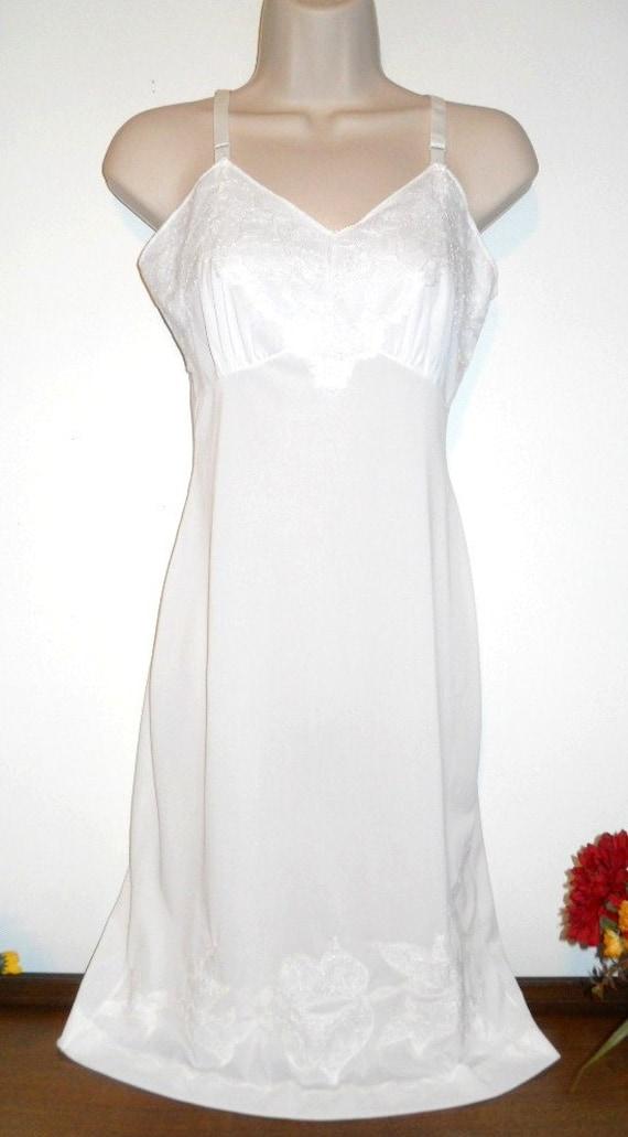 Dorsay Knee Length 60/'s White Full Body Slip Size Medium