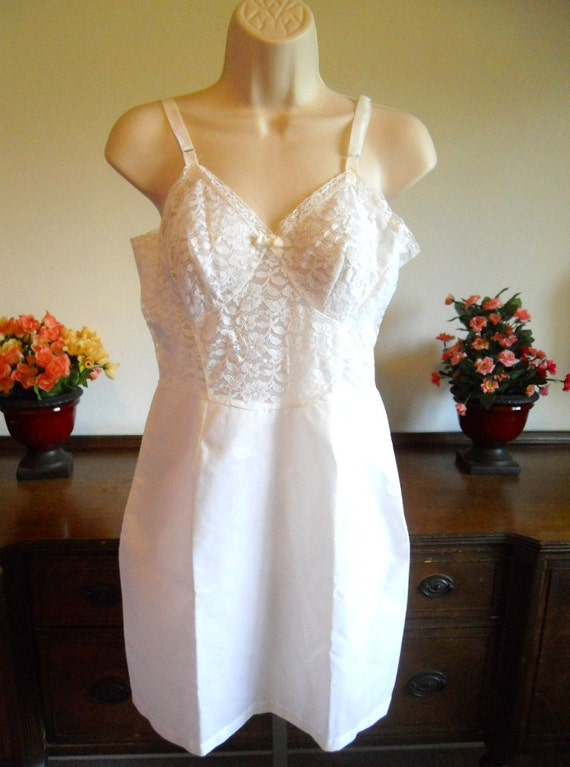 "Vintage 1950's White  Full Slip ~ 15"" Metal  Zippe"