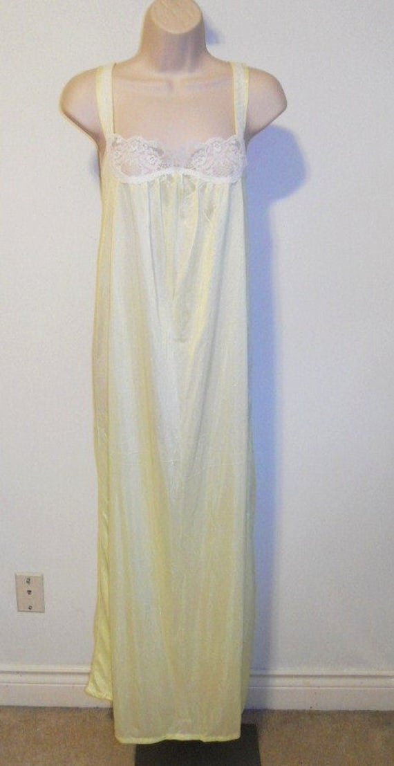 Vintage Queentex Yellow Nightgown ~ 1970's  Long E