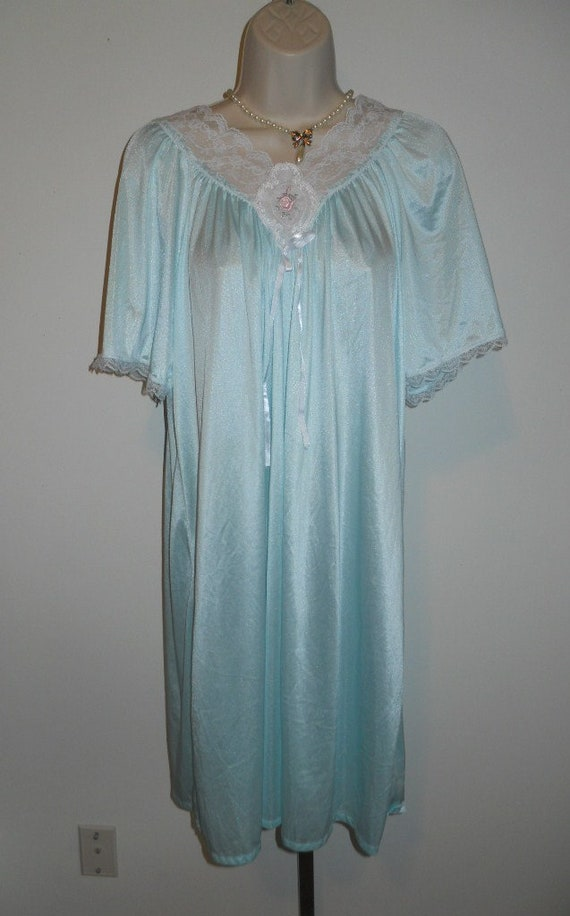 Vintage Feminine Mint Green Nightgown ~ 1980's Sil