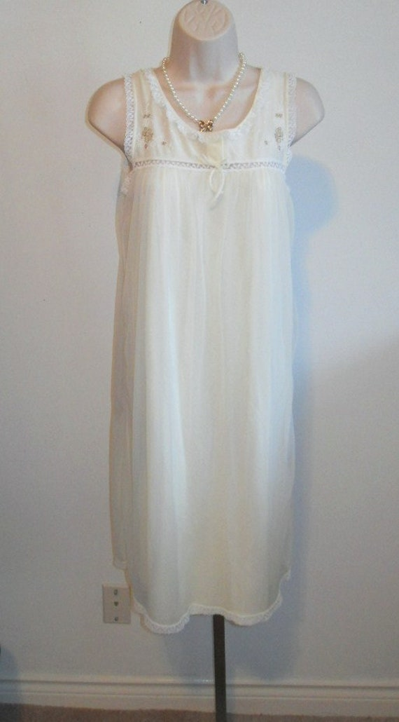 Vintage Vanity Fair Nightgown~ 1950's Soft Yellow