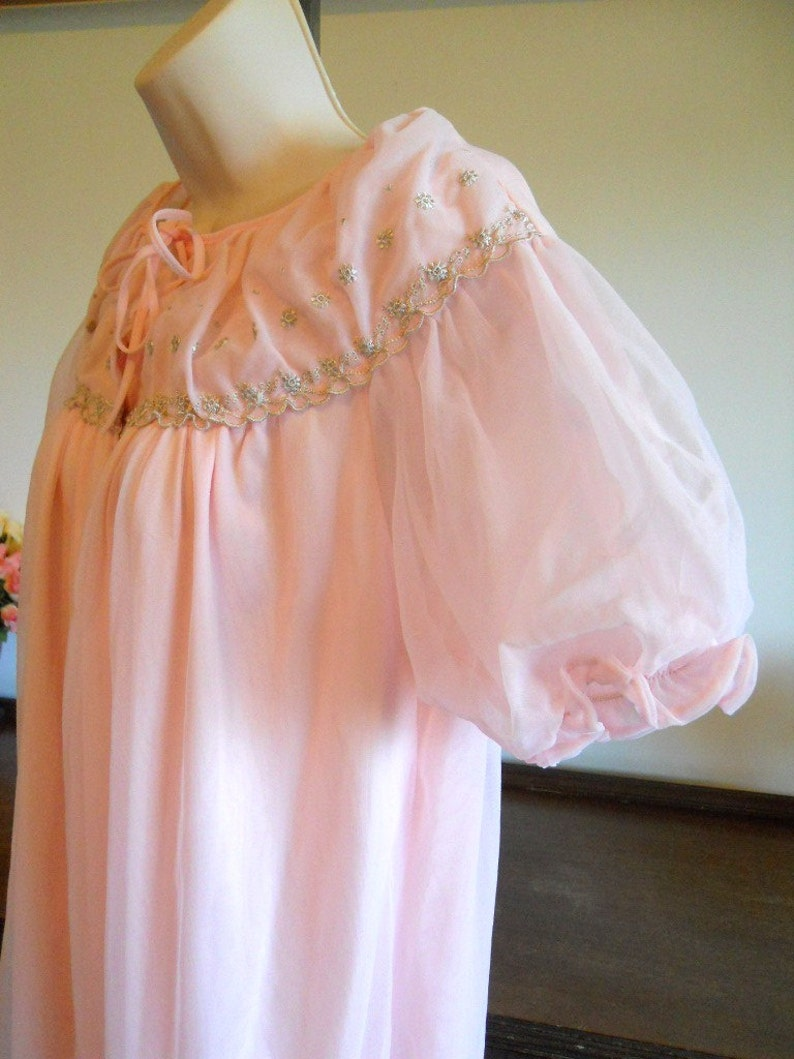 Vintage 1960/'s Pink Peignoir ~ Vintage Pink Negligee ~ Pink Double Nylon Chiffon ~ Puff Sleeves ~ Embroidered Nightgown ~ Pink Nightgown
