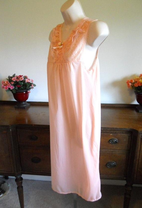 Vintage Peach Nightgown ~ 1980's Peach Pink Night… - image 4