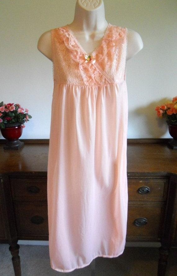 Vintage Peach Nightgown ~ 1980's Peach Pink Night… - image 2