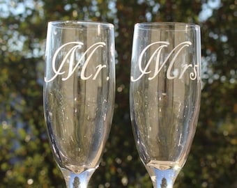 Set of Personalized Wedding Champagne Flutes // Mr. and Mrs. // Mr. and Mr. // Mrs. and Mrs. // Personalized New Couple Champagne Flute