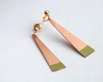 Copper triangle earrings with green details // long dangle earrings // 14k rose gold // geometric earrings // copper green jewelry