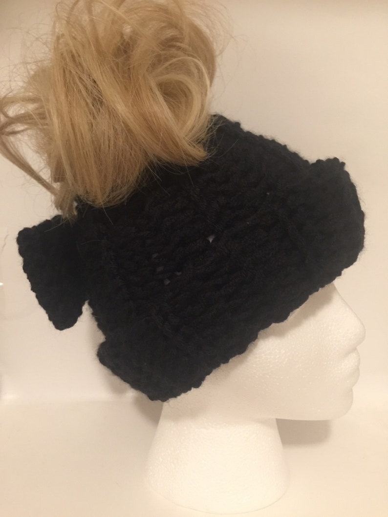 Messy bun ponytail beanie with bow in black