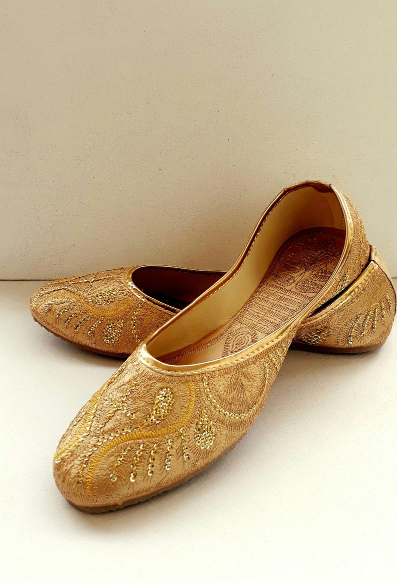 0e48534cb65cf Gold Flats/Wedding Flats/Women Ballet Flats/Women Shoes/Gold Wedding  Shoes/Embroidered Bridal shoes/Wedding Shoes/Royal Styled Jooties