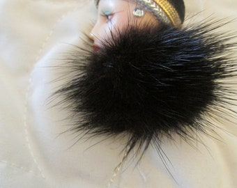 Flapper Woman Head Pin With Mink Accent Vintage Brooch