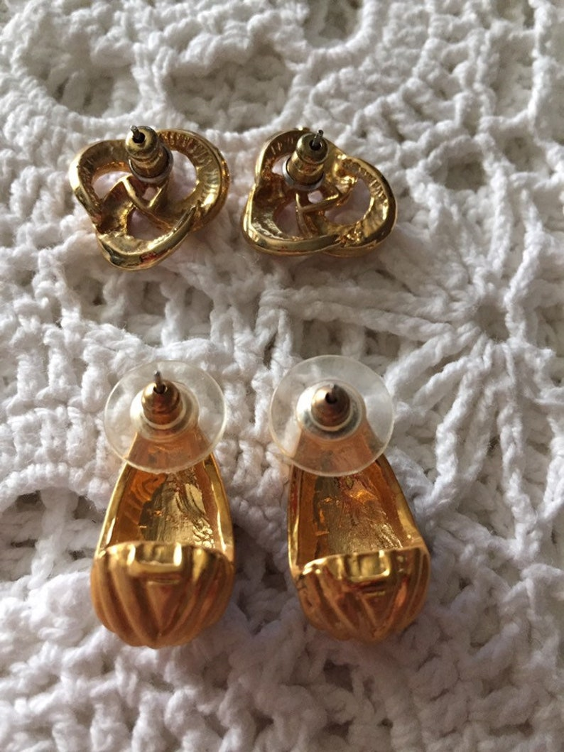 Pair of Gold Tone Pierced Retro Earrings With Red and Maroon Accents