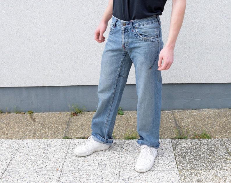 a508539b63adb Herren Jeans. Blau, verwaschenes gerades Bein Regular Fit  Männer-Jeans-Boyfriend-Jeans-Nerd-Jeans, Größe Medium, M