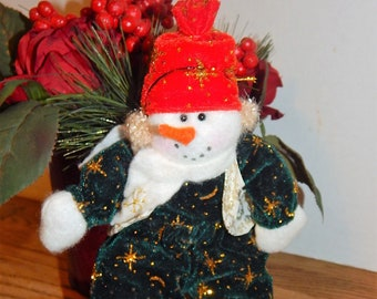82d2d466c1138 Snowman Green Red and White 10
