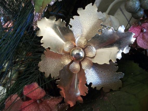 Flower Brooch Vintage 1950s Gold Metal Fashion Coa