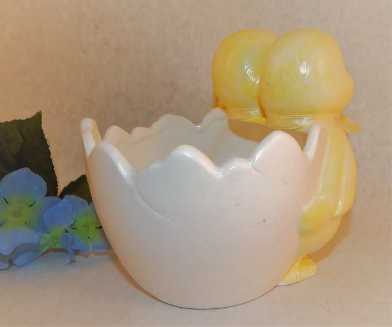 Planter Flower Pot EggShell Ceramic Dish  Ducks Bowl Yellow Easter Vintage 1970s Dept 56 Collectible Novelty Spring  Farmhouse Kitchen Decor