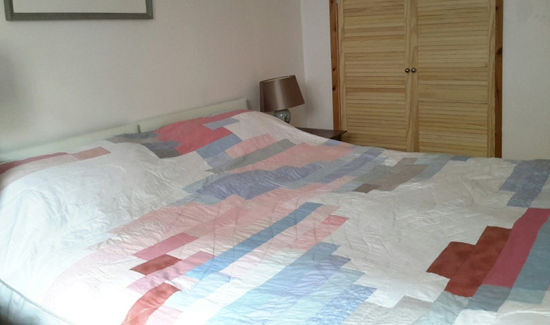 Quilt pattern: kingsize bed contemporary quilt image 0