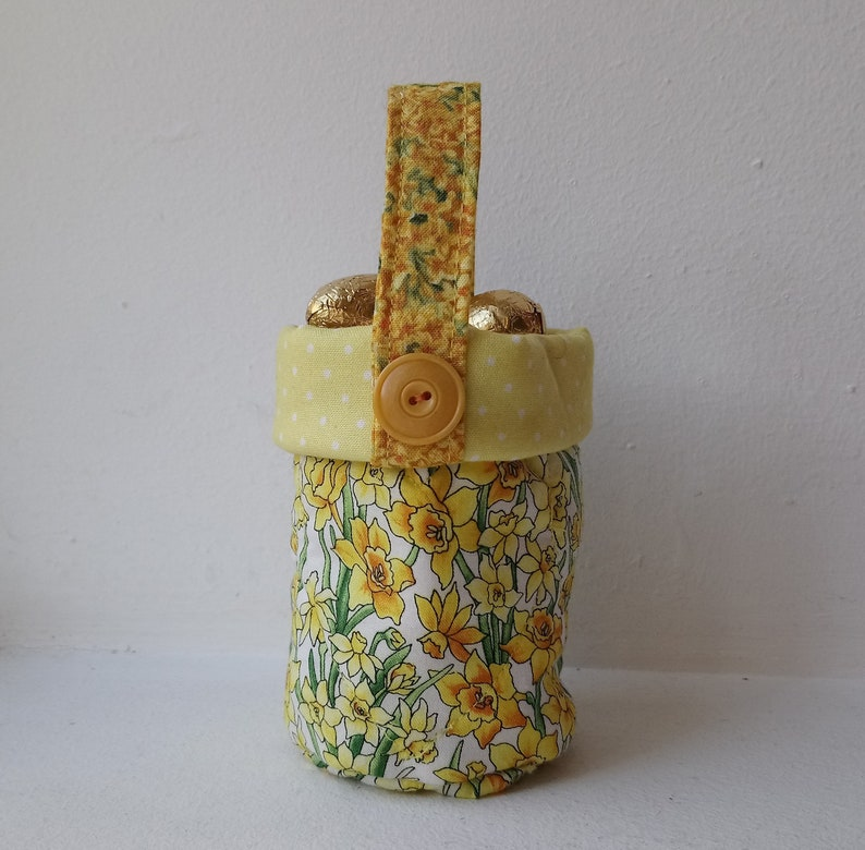 Quilt pattern: fabric container small basket with handle image 0