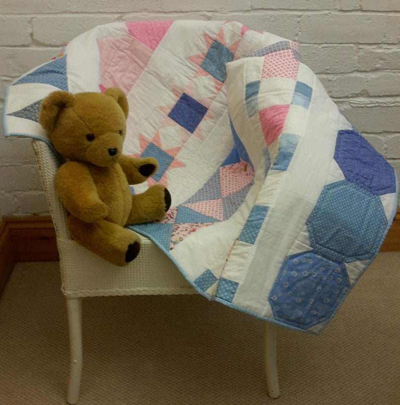 Quilt pattern: baby cot crib baby blanket or wall-hanging or image 0