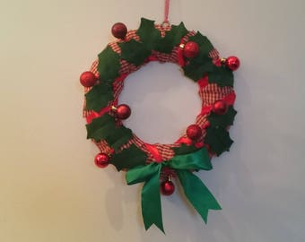 PDF 'Holly Berry Christmas wreath' pattern by Amanda Jane Textiles instant download