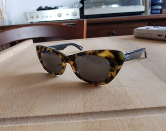 977d3b1232d Vintage 90s Versus VERSACE E04 made in Italy sunglasses
