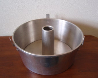 Angel Food Cake Pan Wear Ever Aluminum Two Piece Kitchen Home and Living Baking   d728