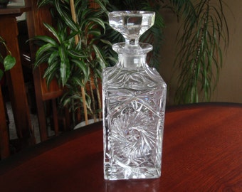 Lovely Crystal Glass Liquor Decanter Bottle with Solid Glass Stopper Collectible Barware a2582