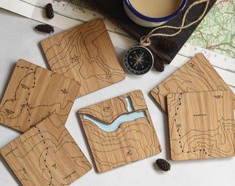 Les Peak District carte Coasters: laser cartes gravées sur chêne, un cadeau pour les papas, marcheurs, randonneurs et garçons d'honneur