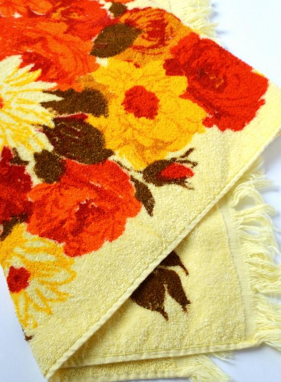 NOUVELLE serviette de bain Floral Vintage. Bord de frange. Marque ...