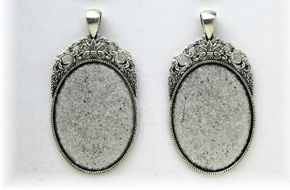 holds an 18mm x 13mm CAMEO SETTINGS 2 New Costume Jewelry GOLDTONE LOCKETS