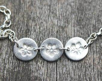 Silver forget me not flower bracelet, daisy chain bracelet, forget me not bracelet, silver daisy chain bracelet, memory jewelry
