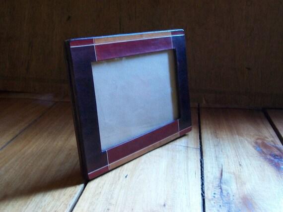 Cadre en cuir. Cadre photo en cuir. 4 x 6 pouces (10 x 15 cm). Teinture et brosse peint à l'acrylique. Accessoire de bureau. OOAK.