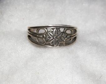Vintage Sterling Silver Flower Ring