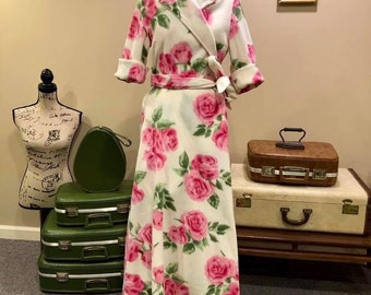 Vintage Reproduction 1940's Housecoat Robe in Ivory Rose Fleece Fabric
