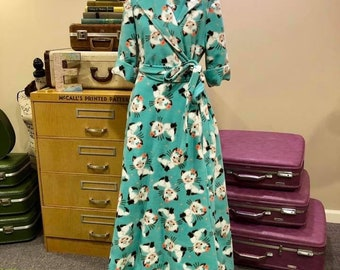 Vintage Reproduction 1940's Housecoat Robe in Retro Kitty Fleece Fabric