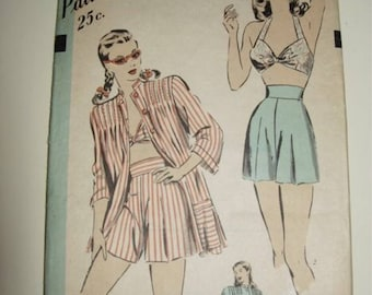 Hollywood Pattern 1822 Vintage Reproduction Midriff Top and Shorts Playsuit Set Circa 1946