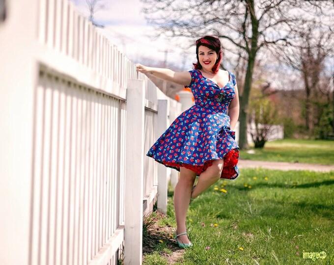 Kenniy Peekaboo Keyhole Swing Dress in Floral Polka Dot Fabric