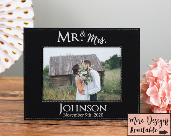 Wedding Picture Frame, Picture Frame Gift For Couple, Wedding Gift For Couple, Personalized Wedding Picture Frame, Mr and Mrs Gift