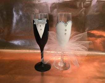 Champagne Glasses, Bride and Groom Champagne Glasses, Hand Painted Bridal Glasses, Wedding Party champagne Glasses, Toasting Flutes