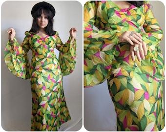 M- 1960s Psychedelic Trumpet Sleeve Maxi Dress / Trippy Vintage Bold Print Dress / Angel Sleeve Flower Power