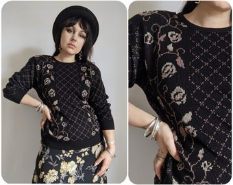 S/M - 1980s Dark Floral Lattice Print Sweater / Cozy Fall Vintage Pullover / Witchy Autumn Knit Sweater