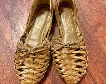 f66b903fdc6b Adorable Cougar Leather Huarache Sandals - 1970s - Size 6 - Made in Brazil