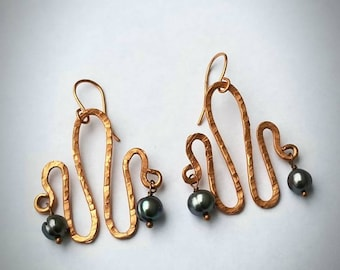 Hammered Copper squiggle earrings with grey pearls. Artsy copper earrings FREE SHIPPING