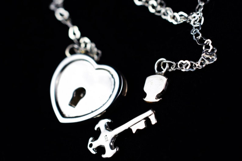 ULTRA DiSCREET Solid 925 Sterling Silver Hypoallergenic FUNCTIONING Locking All Heart Heart BDSM Bondage Sub Submissive Pet Day Collar /& Key