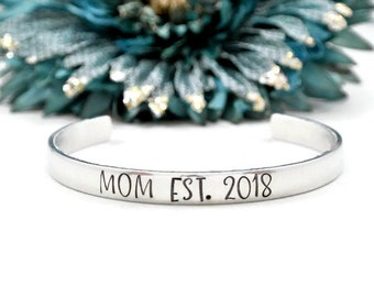 Mom Est 2018 Bracelet | Mom Established 2018 | First Mother's Day Gift | Pregnancy Announcement Props | Maternity Photo Prop