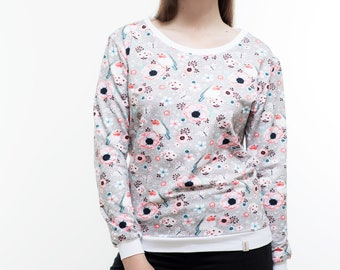 Sweatshirt/ Sweater/ Pullover Poetry album, colourful birds and flowers on light grey ground, white cuffs